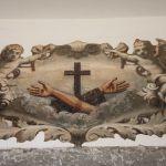 simbolo francescano sovrastante l'ingresso